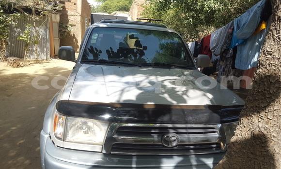 Acheter Voiture Toyota 4Runner Gris à N'Djamena en Tchad
